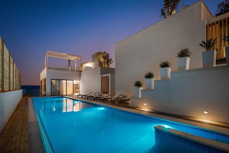 Hochwertig gestaltete Villa Maestral mit beheiztem Pool, Whirlpool, Wellness, Fitnessraum, Sauna, 3 Schlafzimmern