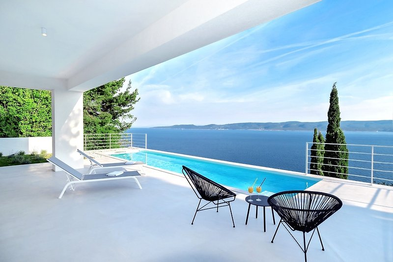 Villa V in Mimice mit herrlichem Meerblick