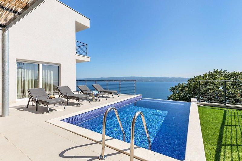 Villa Lipa mit privatem, beheiztem Pool, Sauna und herrlichem Panoramablick