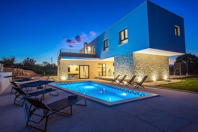 Villa M30 - privater beheizter Pool,3 Schlafzimmern mit Bad,absolute Privatsphäre