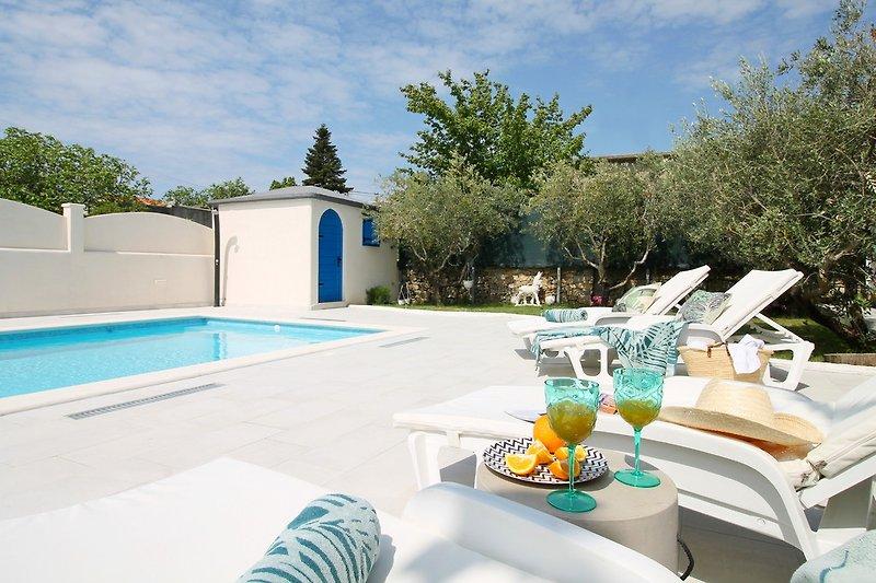 Villa Tugarka mit privatem Pool 8mx4m, 2 Schlafzimmer, Fitnessraum, Spielzimmer