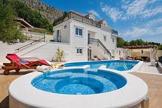 NEU! Luxus-Villa GITA mit Jacuzzi