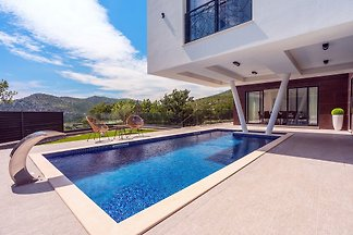 New and stylish Villa Bruna