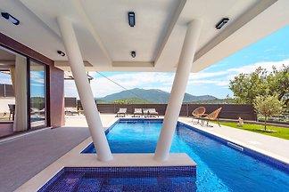 Neue und stilvolle Villa Bruna
