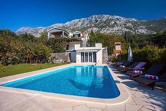 Villa Golden garden