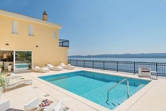 Luxury Villa Sun Palace