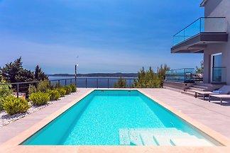 Luxury Villa Iponi mit Pool