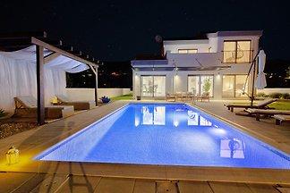 NEW!Villa Anja with heated pool