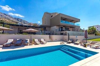 NEU! Villa Diva mit Schwimmbad