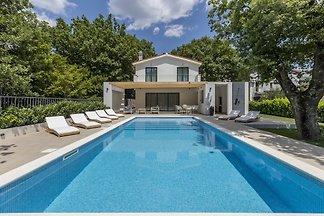 Villa VENTURA mit beheiztem Pool