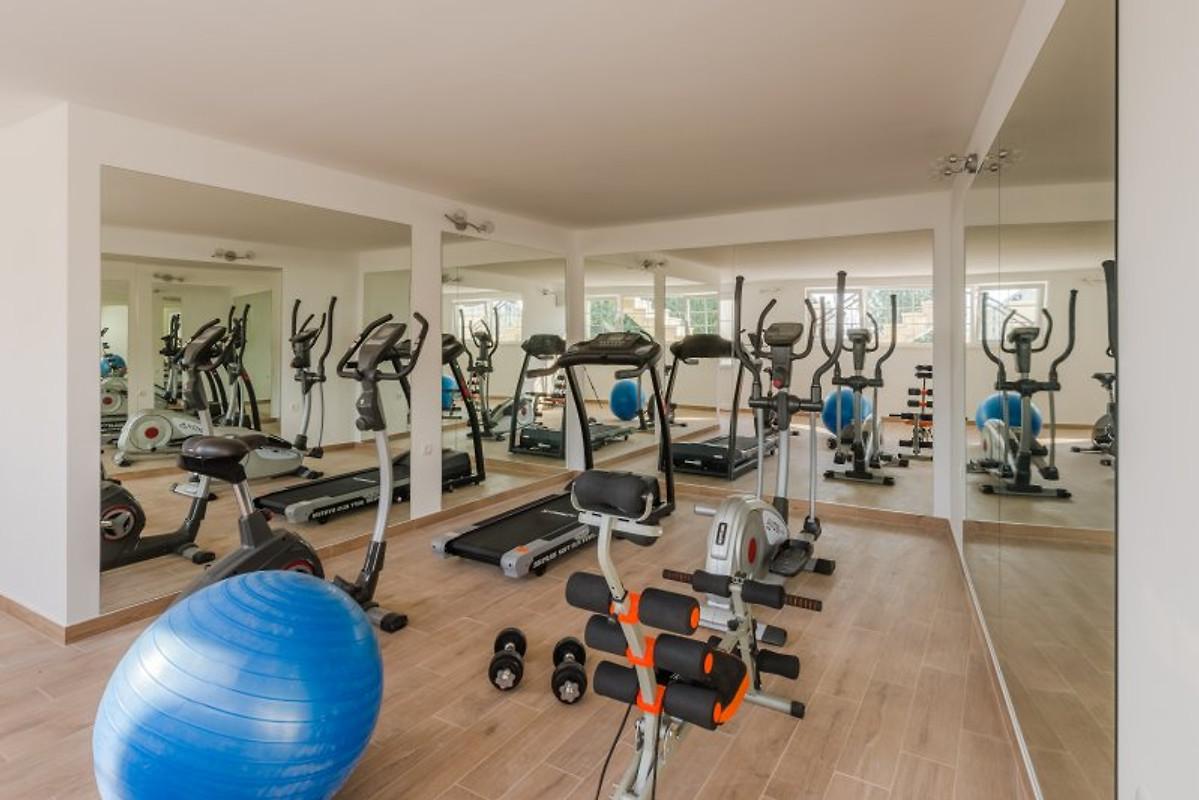 Luxus fitnessraum  NEU! Luxus-Villa GITA mit Jacuzzi - Ferienhaus in Jesenice mieten