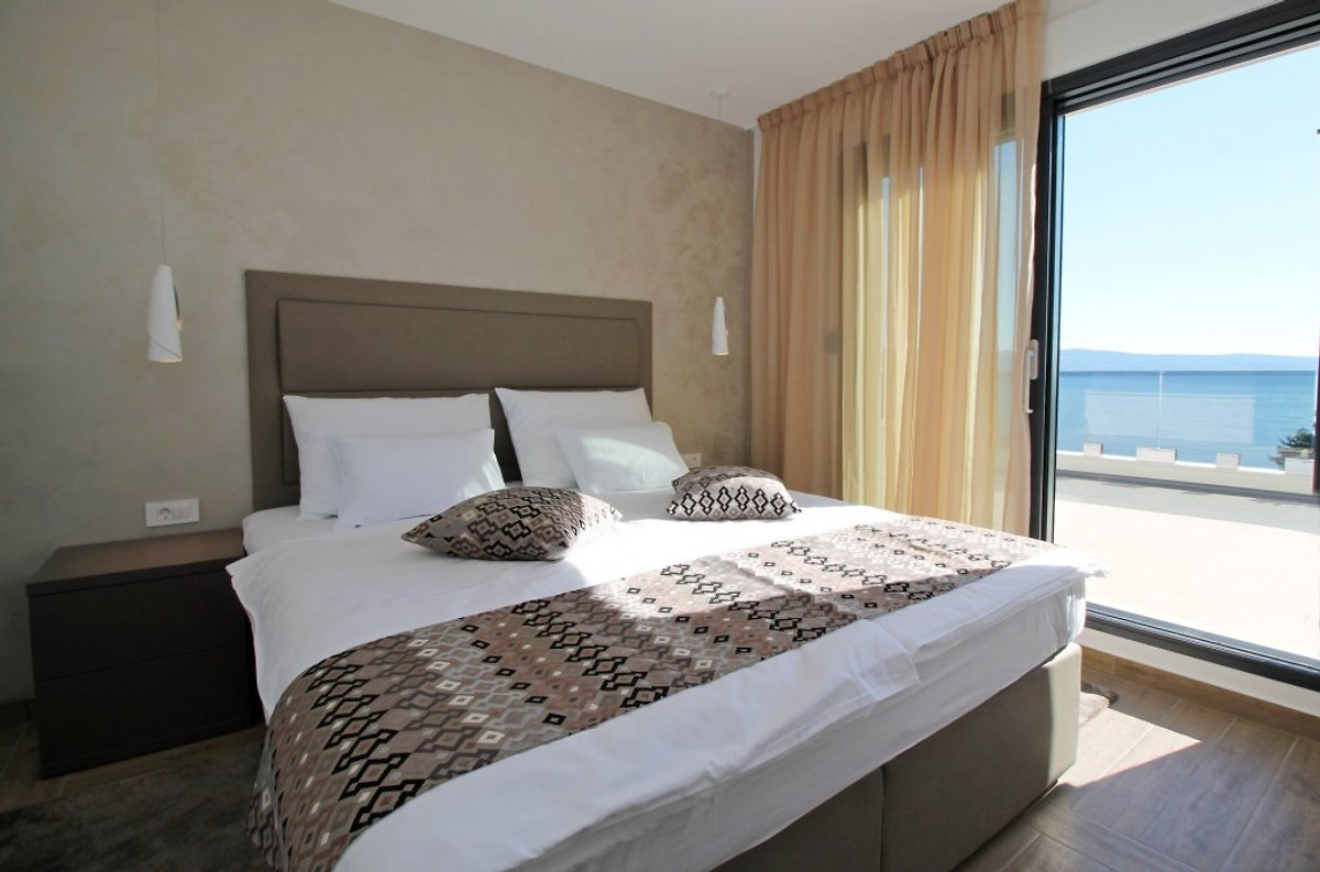 New luxury seafront villa ivan holiday home in omi for Bedroom furniture 98383