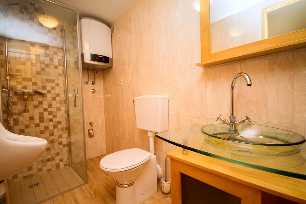 villa jelena pool sauna max 8 pers ferienhaus in tugare mieten. Black Bedroom Furniture Sets. Home Design Ideas