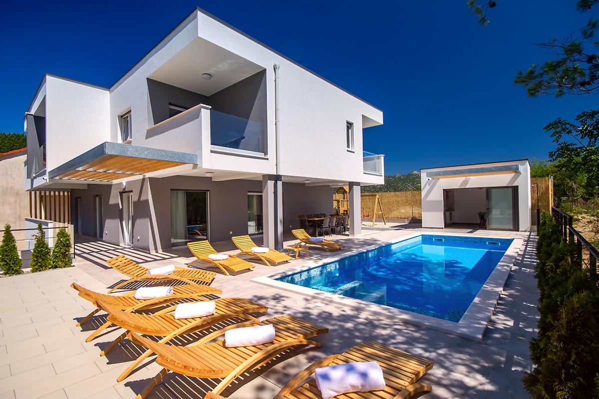 Sommerküche Englisch : Villa tela in omiš firma feriehome obrt za turizam feriehome