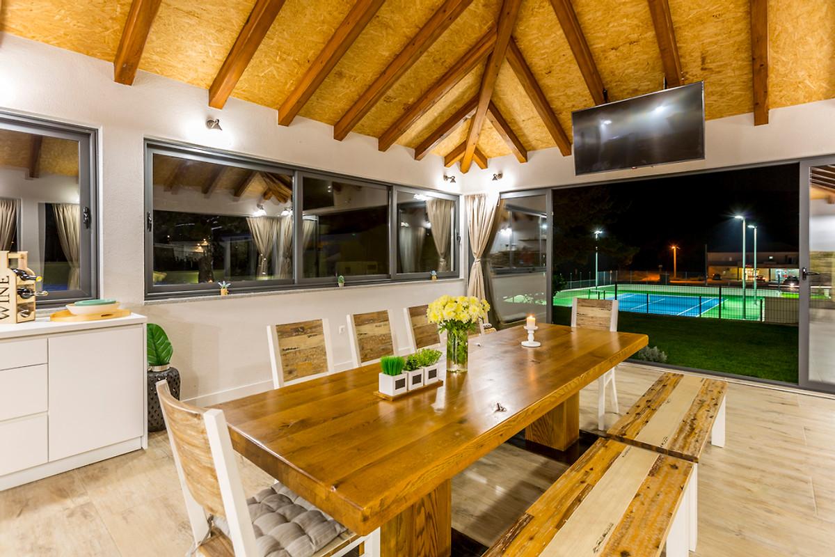 Blick Von Der Sommerküche Auf Den Tennisplatz