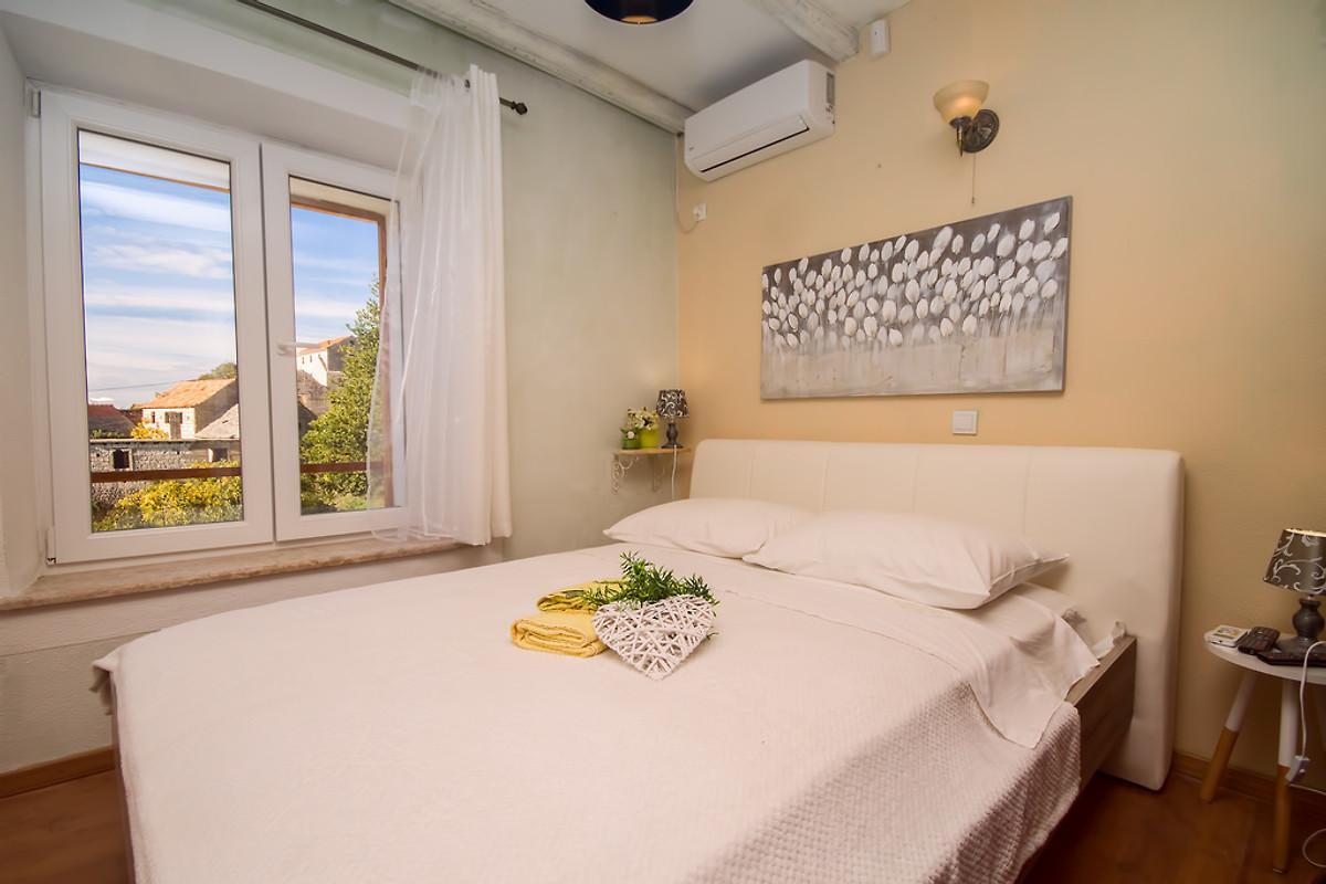 VILLA DIANA mit privatem Pool - Ferienhaus in Jesenice mieten
