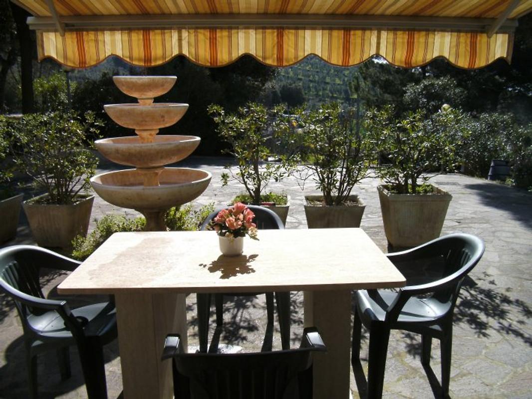 Villa il veliero vakantie appartement in campiglia marittima huren - Kitchenette met stoelen ...
