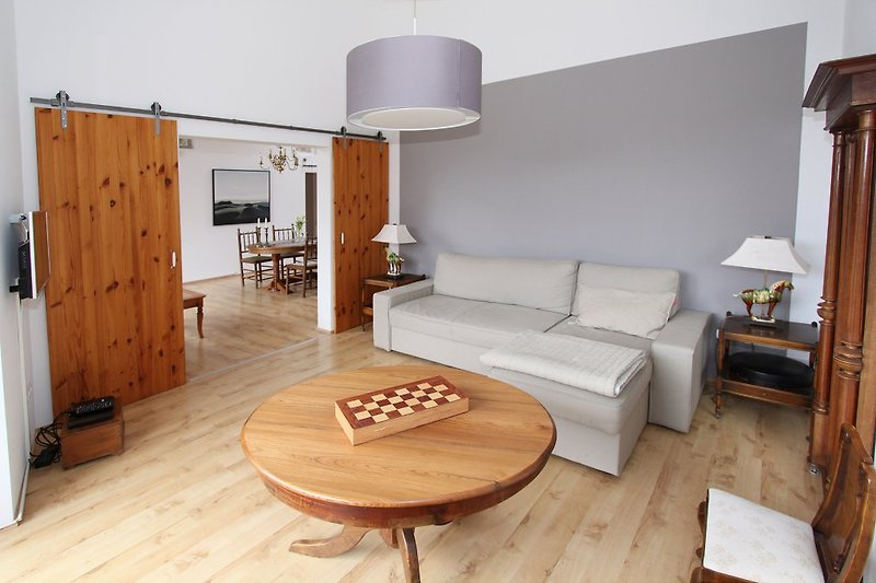 Wohnzimmer mit SAT/TV , W-LAN und Terrassentür zum Garten