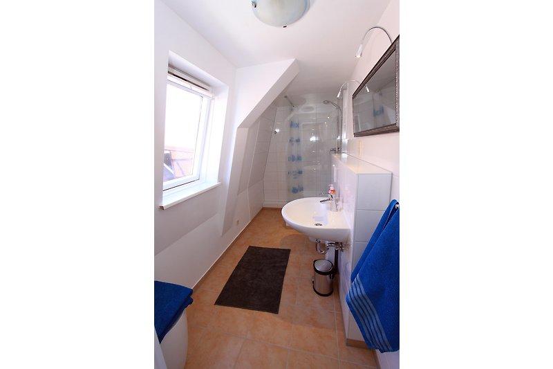 Badezimmer mit 90 x 90 Dusche