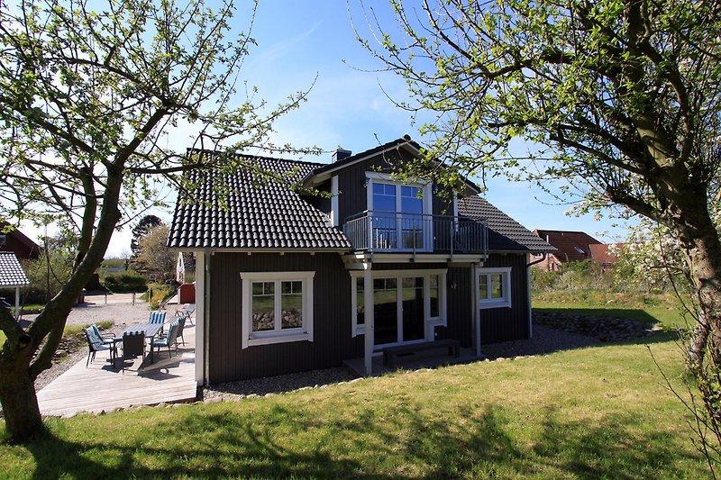 Terrasse, überdachte Terrasse, Balkon und Garten