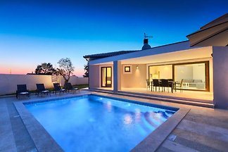 Villa Helena für 10 Personen, Pool