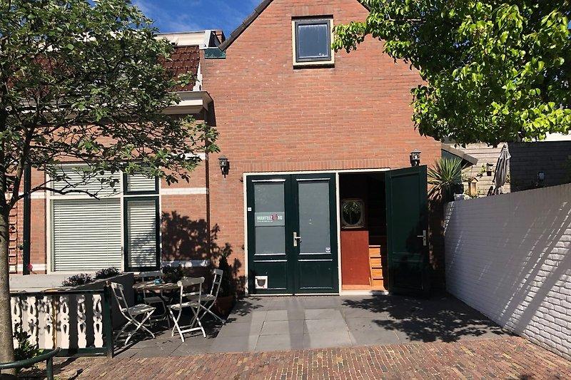 Die Fassade + Terrasse