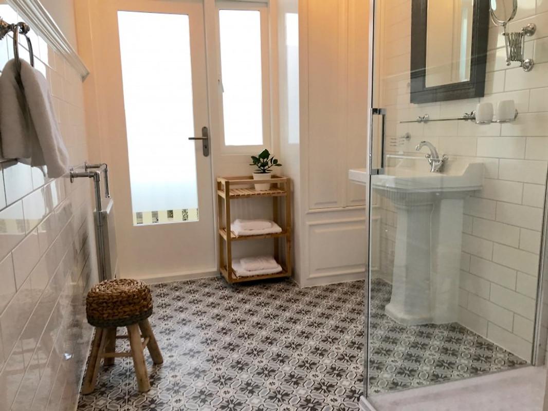 Maison rue de la mer ferienhaus in zandvoort mieten - Badezimmer franzosisch ...