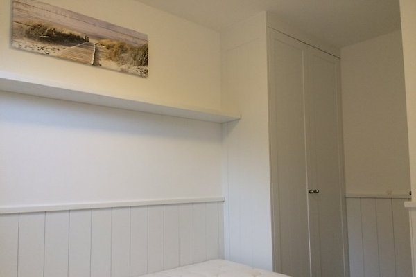 fein kleines schlafzimmer mit begehbarem kleiderschrank - ferienwohnung d nenblick ferienwohnung in westerland mieten