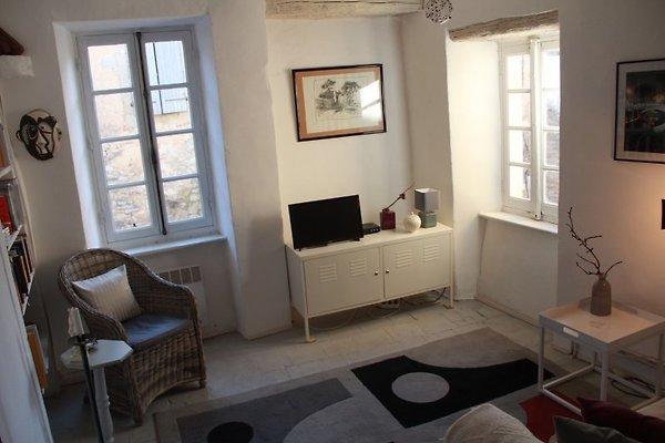les volets blancs mit dachterrasse ferienhaus in cesseras mieten. Black Bedroom Furniture Sets. Home Design Ideas
