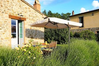 Lovely Tuscan retreat in a quiet location, private terrace, garden, free WiFi, off-road parking