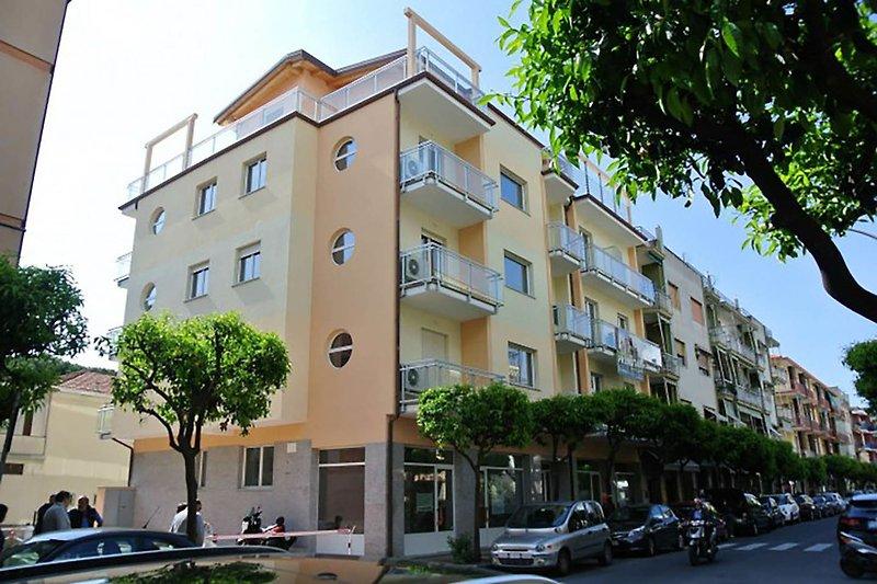 Colibrì Apartments Diano Marina