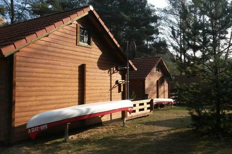 Haus A mit Kanu