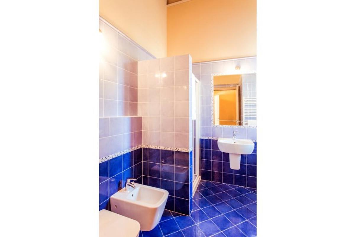Il ruscello 3 camere da letto appartamento in manerba for 3 camere da letto 3 piani del bagno
