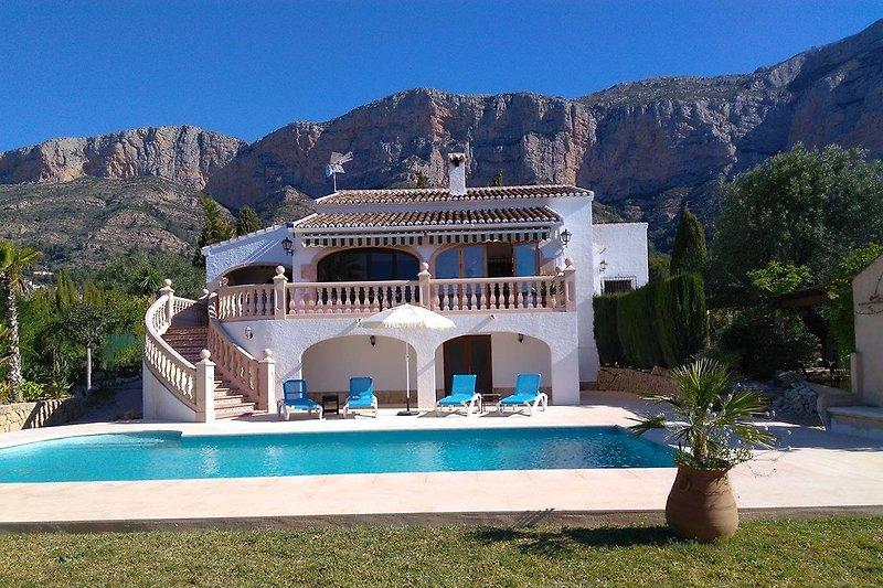 Casa Burro Ferienhaus mit Pool am Montgo in Javea