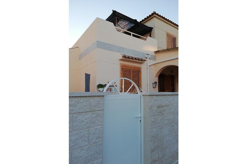 Schickes Appartment mit 60 qm und eigenem Zugang mit Terrasse