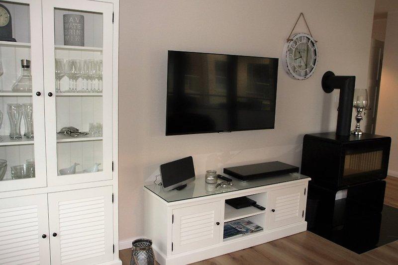 Kaminofen, 55 Zoll TV, Bluray-Player,...