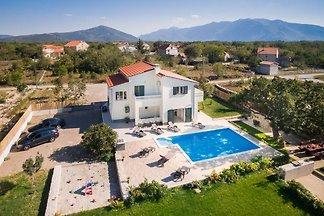 Familien-Villa  Mery :)