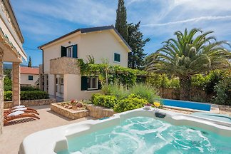 New Modern 2018 Luxe Villa
