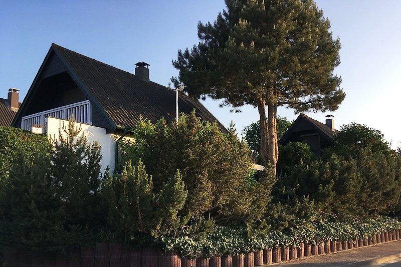 geschützte Terrasse (Morgensonne) im EG, Balkon mit Meerblick im OG