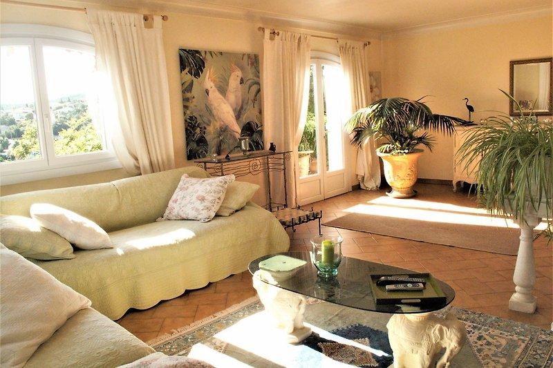 Wohnzimmer-Salon mit Terrasse ausgang