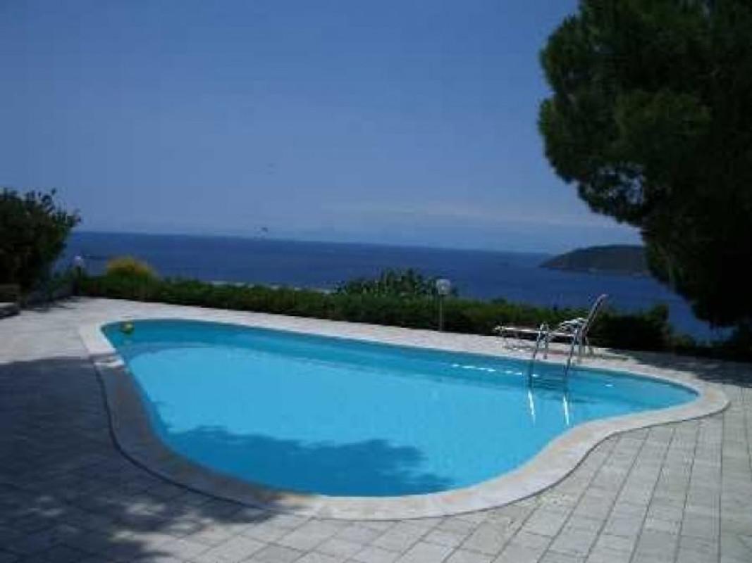 Isola d 39 elba villa con piscina casa vacanze in for Isola gonfiabile piscina