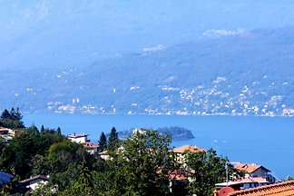 Maintained apartment with panoramic views of Lake Maggiore + mountains
