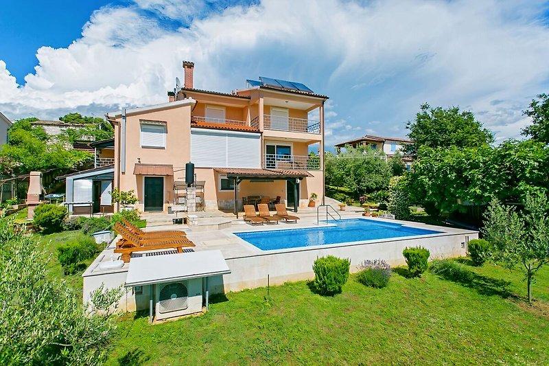 Schones Haus mit Pool