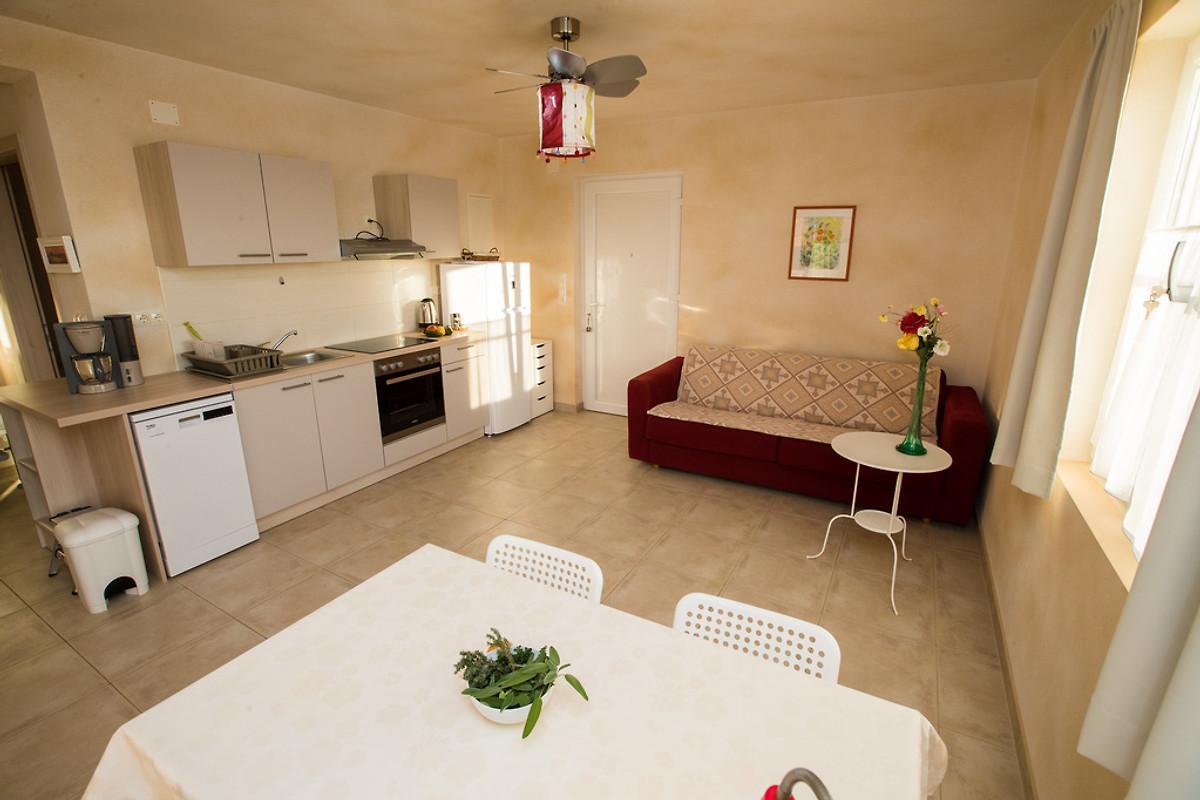 ferienwohnung barbat ferienwohnung in rab stadt mieten. Black Bedroom Furniture Sets. Home Design Ideas