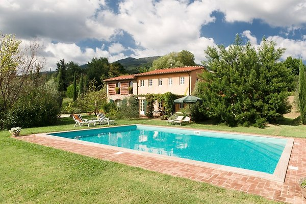 Traditionelle elegante Villa, 10 peopl in Camigliano - Bild 1
