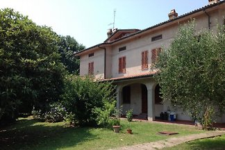 Private house with big garden.Lucca