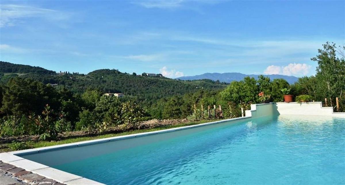 maison individuelle avec piscine 4 personnes maison de vacances lucca louer. Black Bedroom Furniture Sets. Home Design Ideas