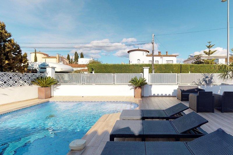 Terrasse mit Swimmbad