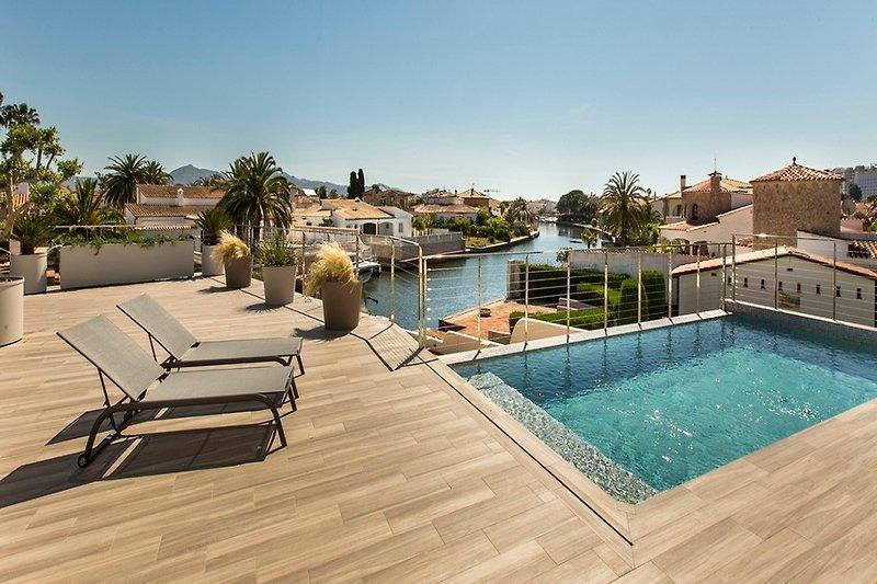 Terrasse Mit Schwimmbad