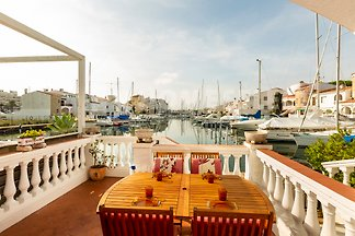 Holiday Rentals & Apartments in Empuriabrava